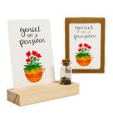 Geniet van je pensioen - Bedankje zaden in glazen flesje met kaart en standaard _