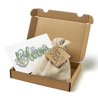 Fijne feestdagen - Brievenbus bedankje; zaden in linnenzakje met ansichtkaart