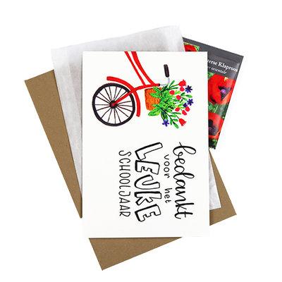 Bloemenzaden met kaart 'Bedankt voor het leuke schooljaar' verpakt in pergamijn zakje