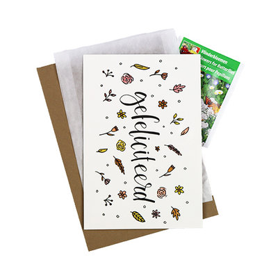 Bloemenzaden met kaart 'Gefeliciteerd' verpakt in pergamijn zakje