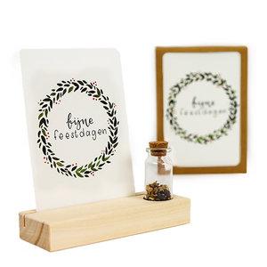 Fijne feestdagen - Bedankje zaden in glazen flesje met kaart en standaard