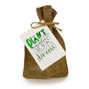 To plant a garden is to believe in tomorrow  - Bedankje zadenpakket in jute zakje