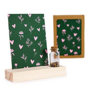Hartjes en bloemetjes  - Bedankje zaden in glazen flesje met kaart en standaard